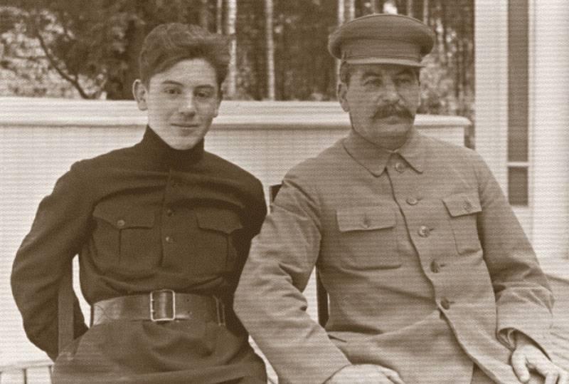Национализация элит: дети советских руководителей на Великой Отечественной войне