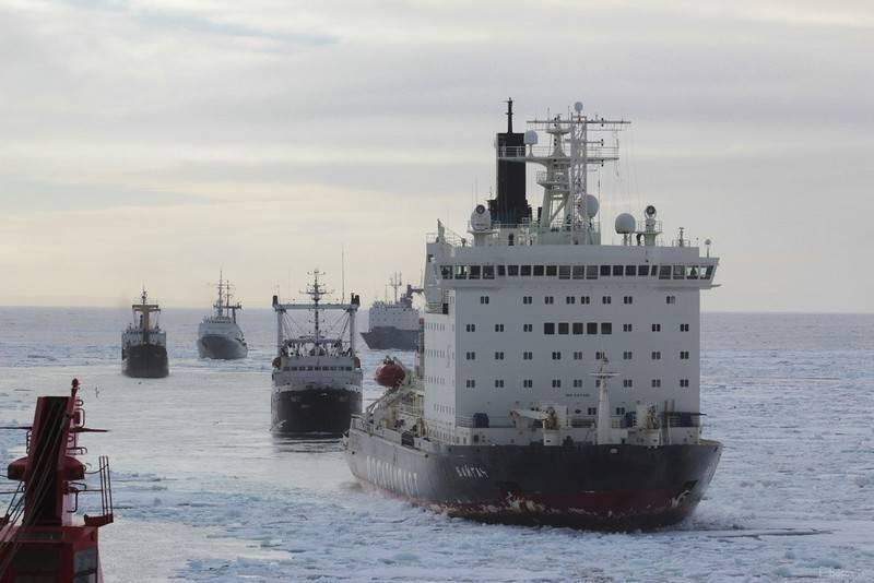 Минобороны не видит нужды в иностранных военных кораблях на Севморпути