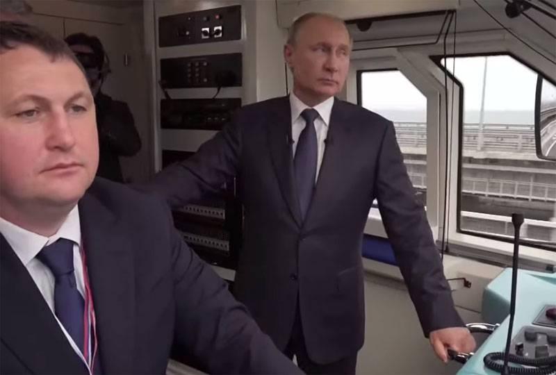 대통령은 크림 다리에서 철도 교통을 열었다