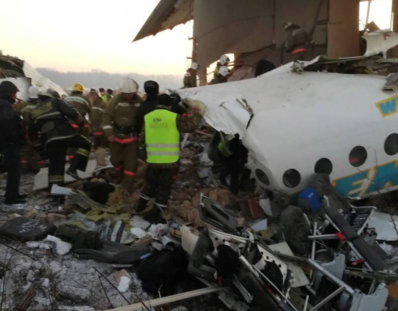 Пассажирский самолёт упал в Казахстане