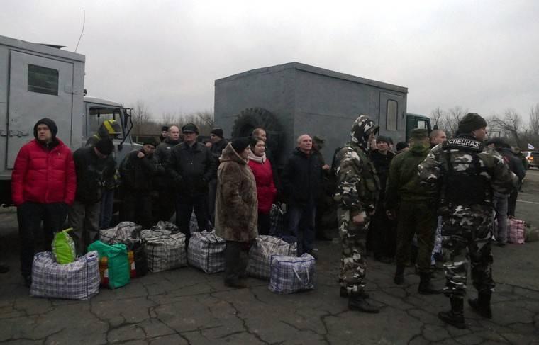 В ЛДНР обещают обеспечить военнопленных. Вопрос: чем и когда?