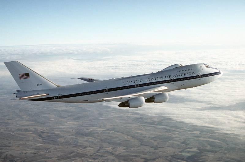 """Das amerikanische Doomsday-Flugzeug """"Night Watch"""" war im Inneren zu sehen"""