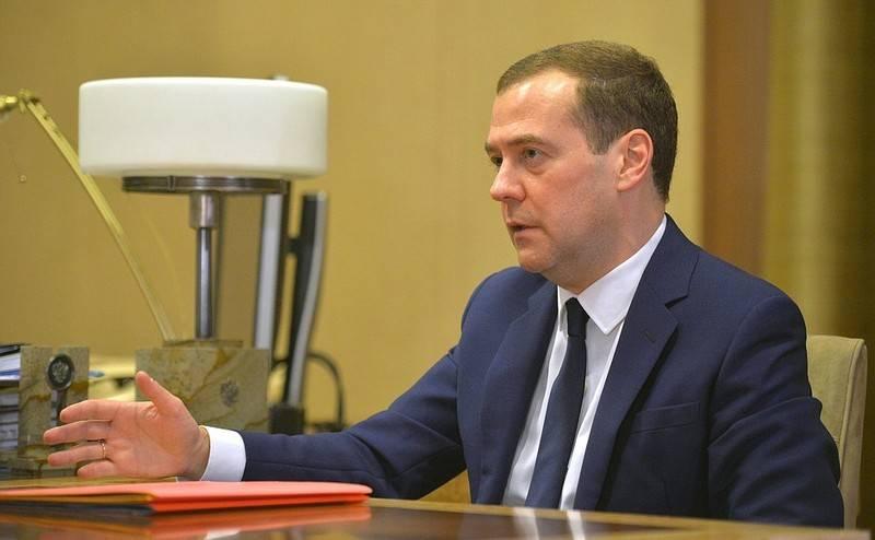 梅德韦杰夫称其政府辞职的原因