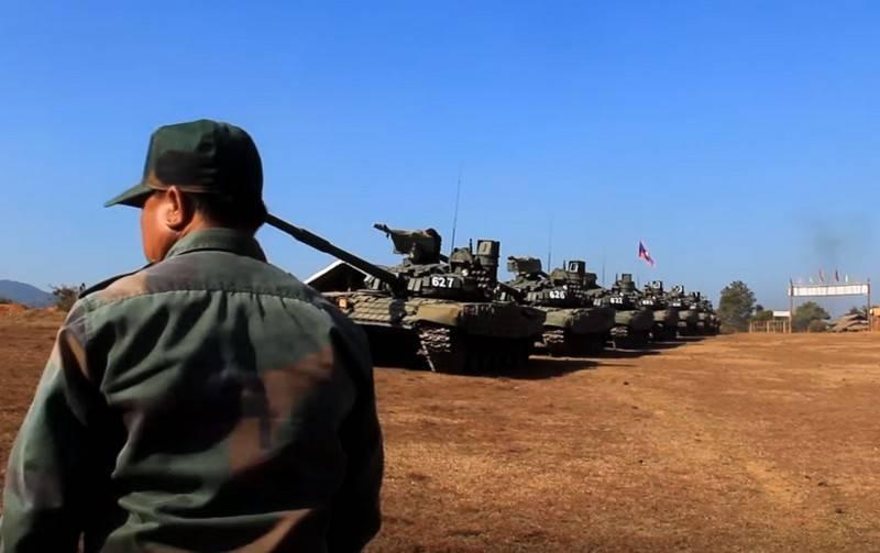 俄罗斯向老挝移交了另一批T-72B1和BRDM-2M坦克