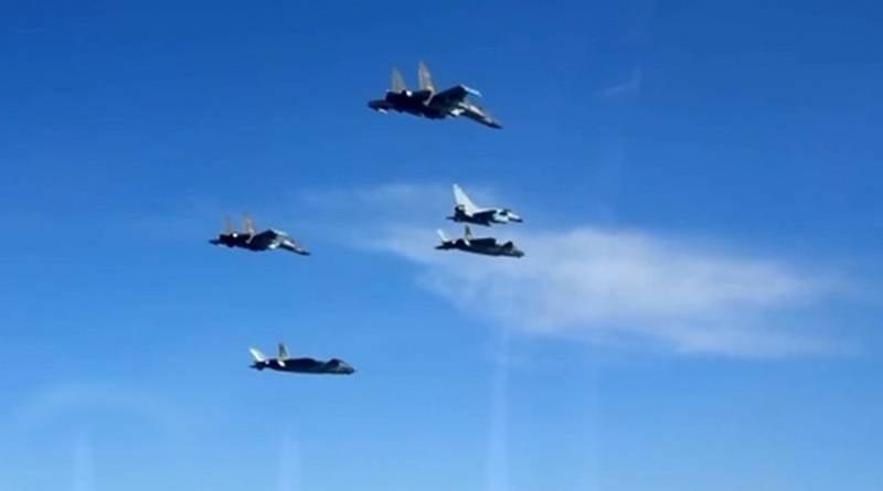 «Три мушкетера»: Китай раскрыл тактику атакующей «боевой коробки»