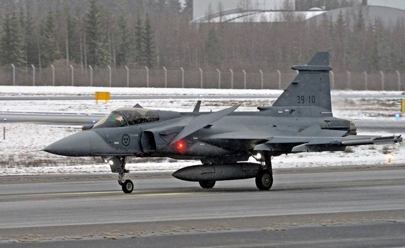 The Finnish Air Force continues to choose a fighter to replace the F / A-18 Hornet