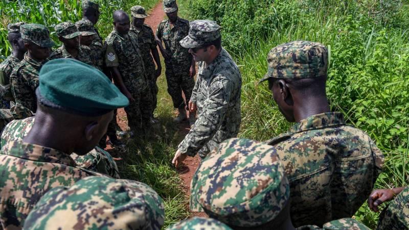 """""""Военнослужащие вступили в бой"""": В Кении атакована американская база"""