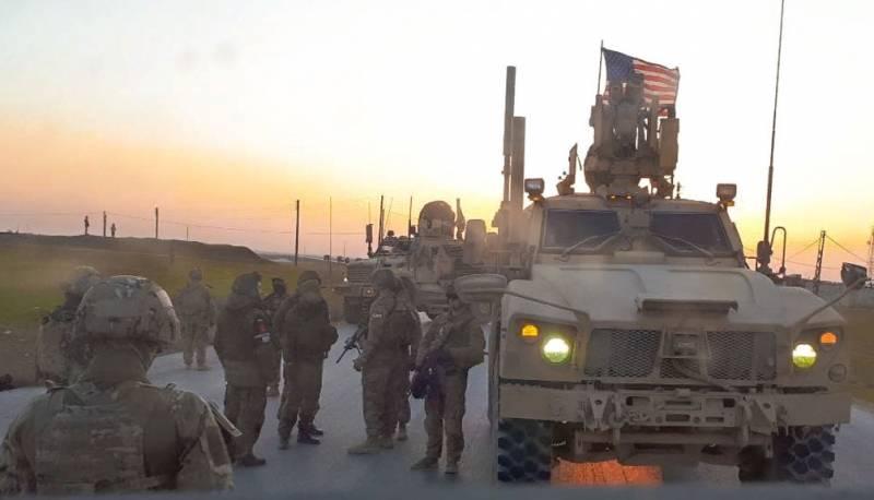 «Российские военные в шапках ушанках, американцы в шлемах и с оружием»: в сети комментируют фото из Сирии
