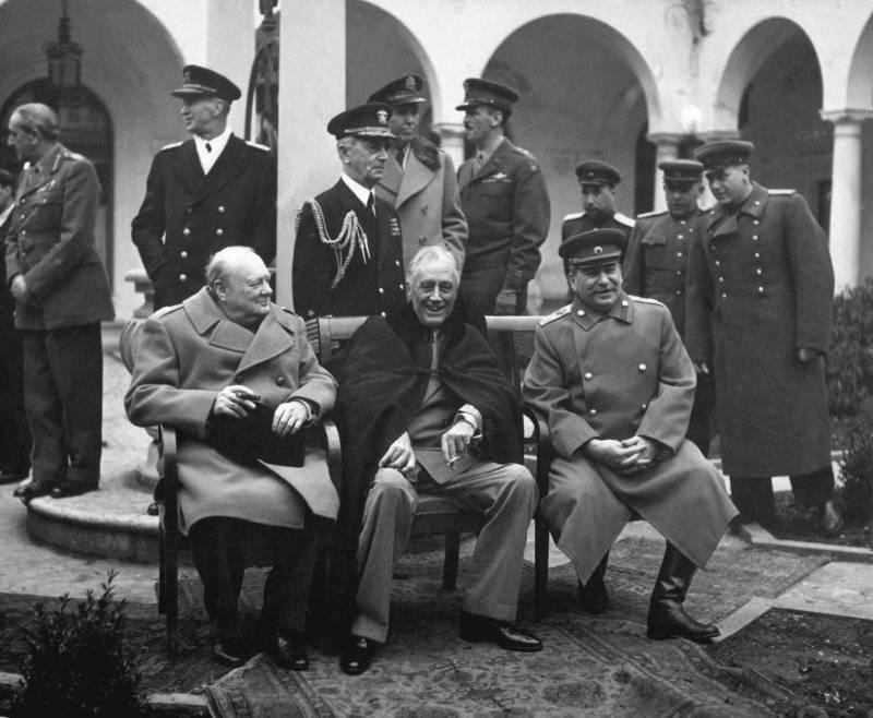 स्टालिन ने एक नई दुनिया की नींव कैसे बनाई