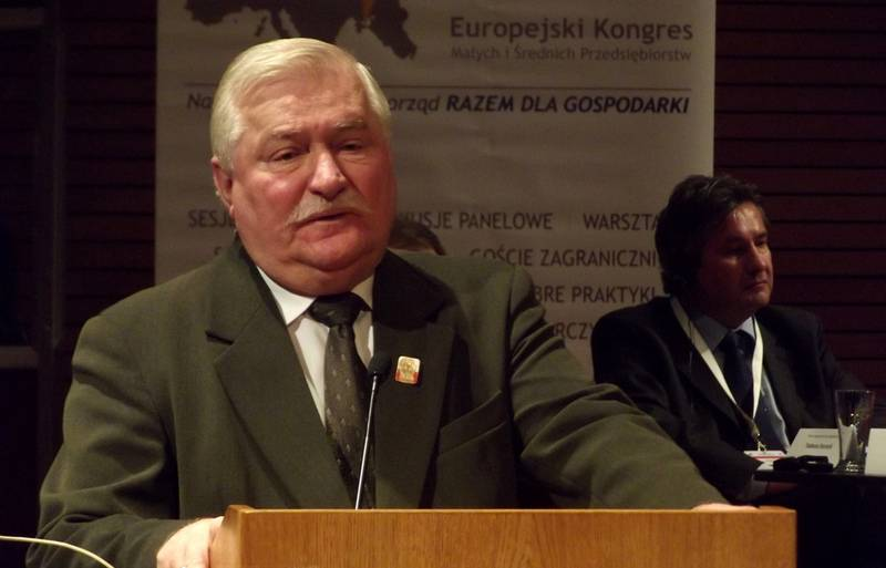 Lech Walesa ridiculed Poland's idea to demand reparation from Russia