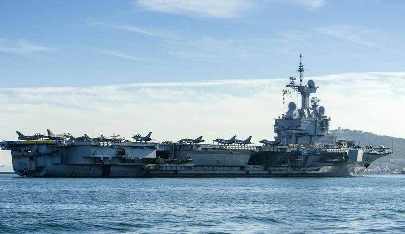 फ्रांस ने अपने विमानवाहक पोत चार्ल्स डी गॉल को सीरिया के करीब स्थानांतरित कर दिया