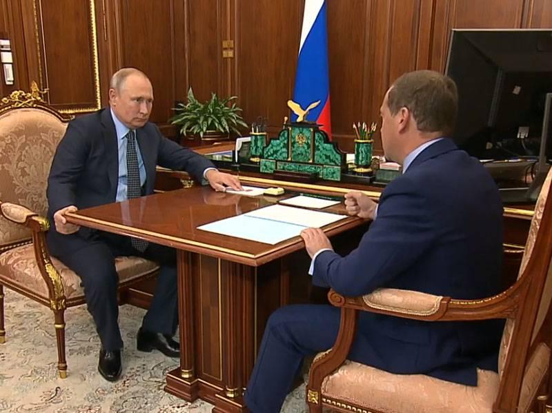 रूस के पूर्व राष्ट्रपतियों के लिए जीवन अधिनायकवाद: राज्य ड्यूमा समिति ने मंजूरी दी