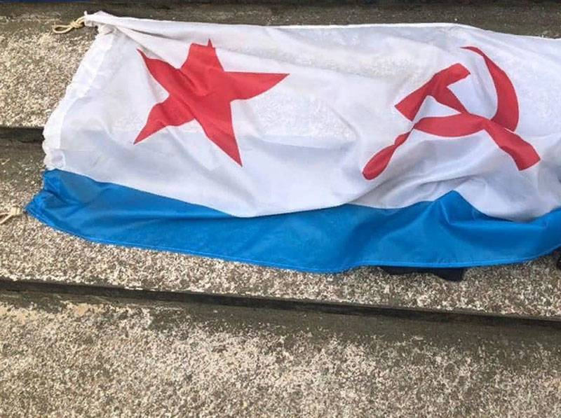In Odessa, February 23, police detained men who unfurled the flag of the Soviet Navy