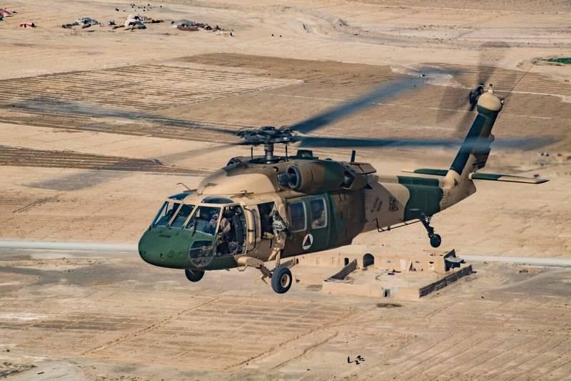 五角大楼将传输到阿富汗的UH-60A +削减了三倍