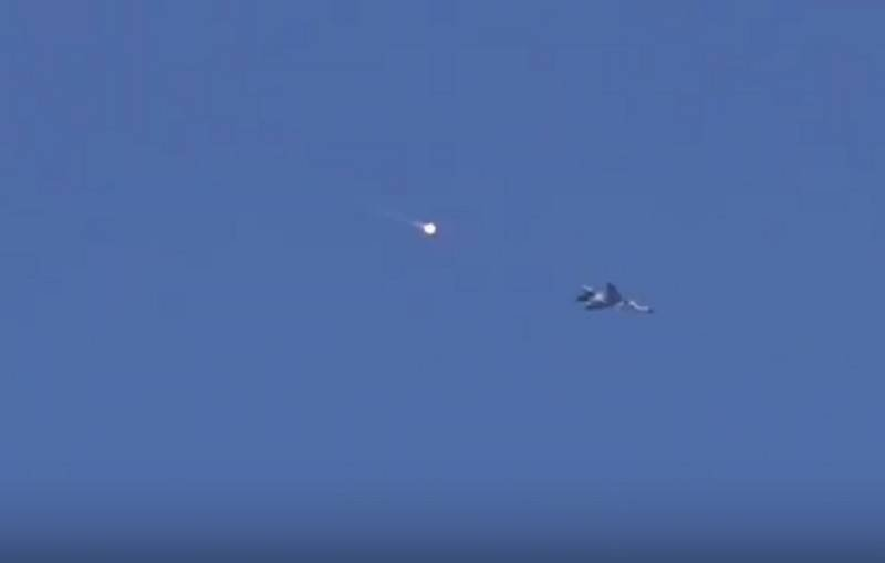A video appeared on the web of attempts by militants to bring down the MiG-23 and Su-34 over Idlib