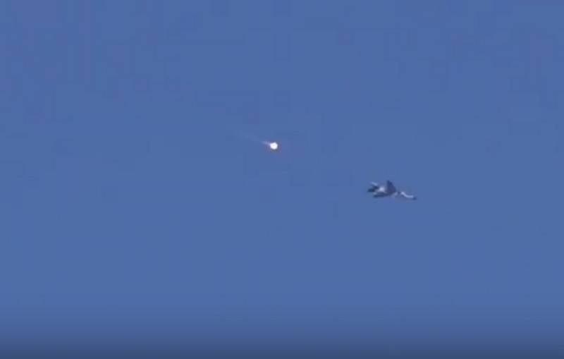 武装人员企图通过Idlib压倒MiG-23和Su-34的视频出现在网上