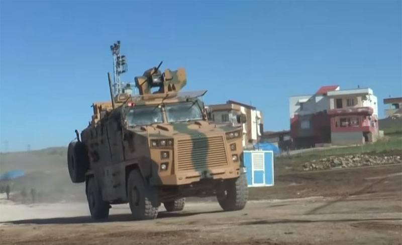 लड़ाकू विमानों ने सीरिया में तुर्की के बख्तरबंद वाहनों के काफिले को टक्कर मार दी