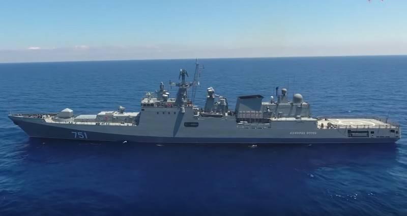 俄罗斯海军的两艘护卫舰一次越过博斯普鲁斯海峡