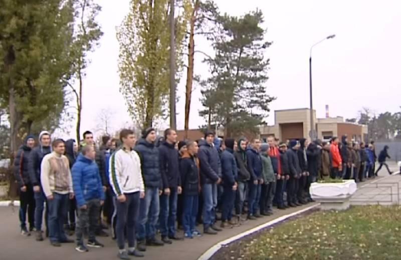 """우크라이나에서는 2019 년 군대에 복무 한 """"탈선 자""""수를 계산했습니다."""