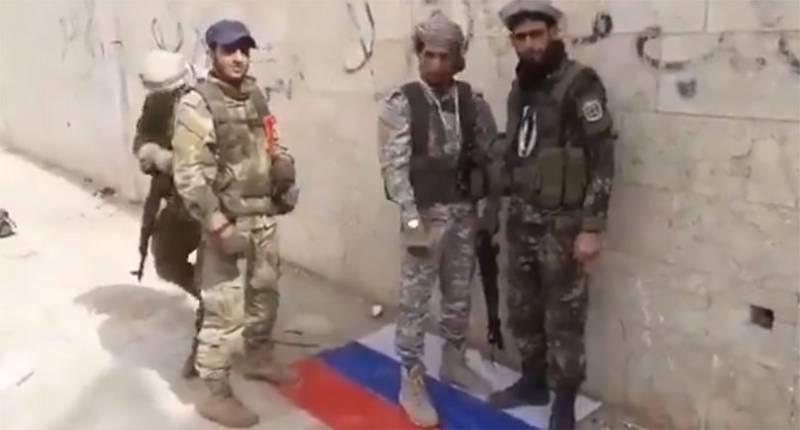 Боевики растоптали флаг России в занятом ими Серакибе