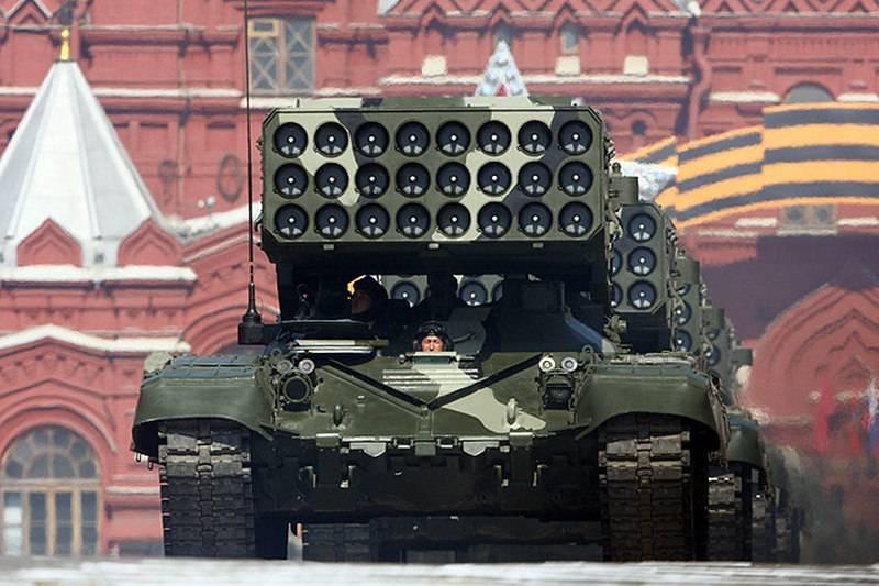 최신 TOS-2 화염 방사기 시스템은 모스크바의 Victory Parade에서 선보일 예정입니다.