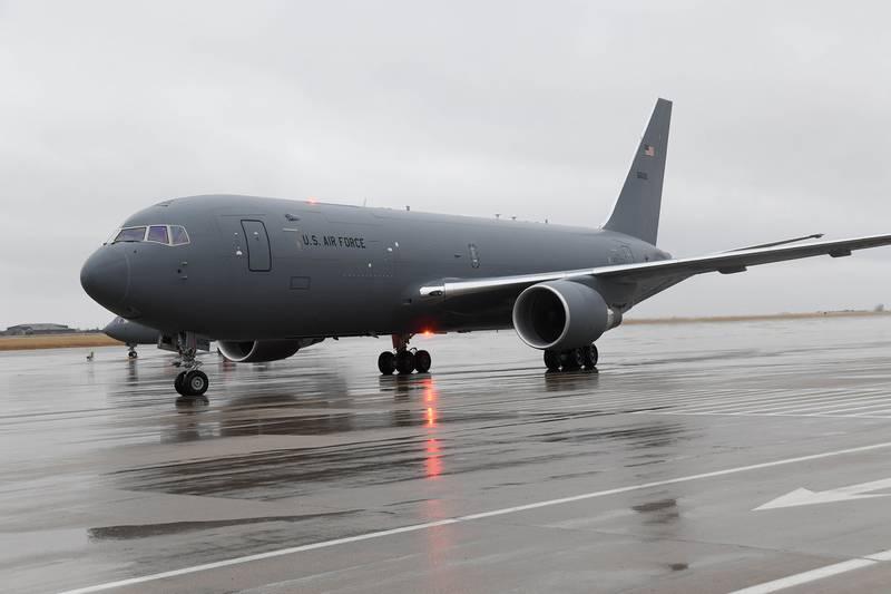 बोइंग KC-46A पेगासस ईंधन भरने वाले विमान से इजरायल को आपूर्ति करने वाला अमेरिका