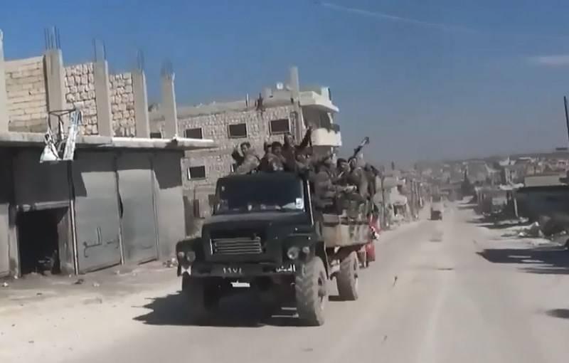 सीरिया, 13 मार्च: ईंधन ट्रकों और बुलडोजर के साथ तुर्की का काफिला इदलिब में दाखिल हुआ