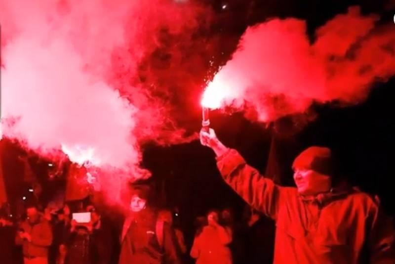 우크라이나 급진파, 폭죽으로 키예프 주재 러시아 대사관