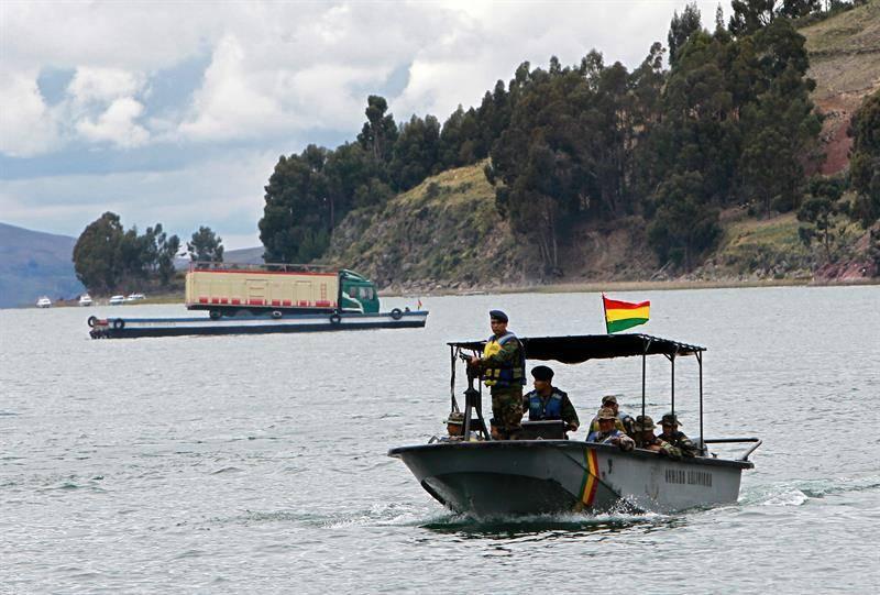 समुद्र के द्वारा नियम, बोलीविया!