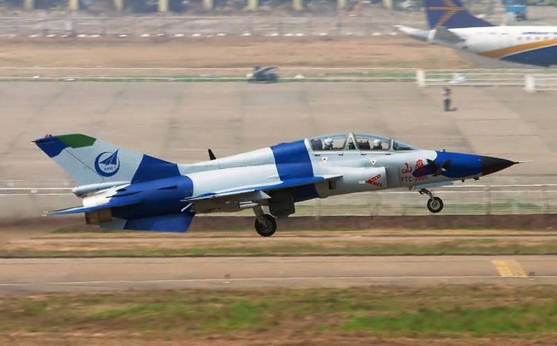 """Le """"Mountain Eagle"""" chinois est devenu une mer: l'avion d'entraînement JL-9 Mountain Eagle adapté aux porte-avions"""