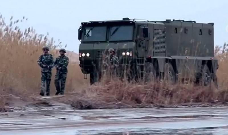 解放军采用新型装甲车VP22