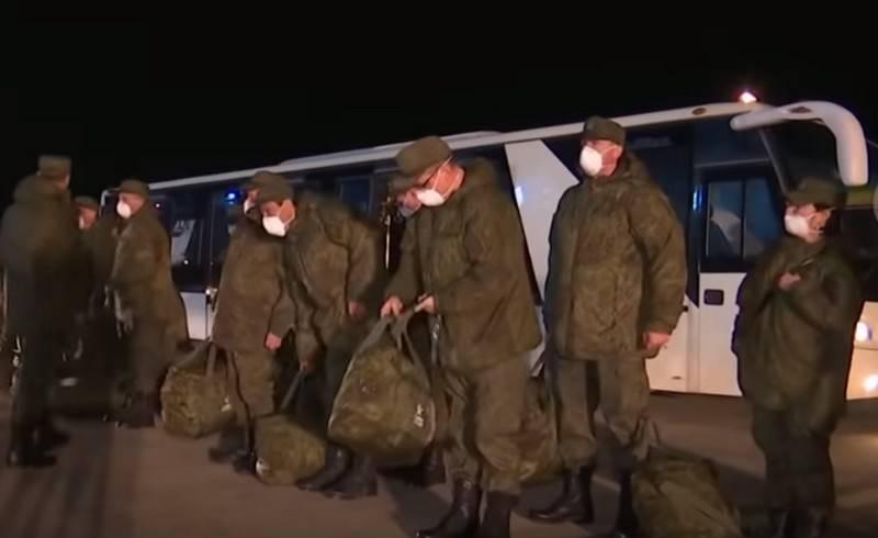 Verteidigungs-Task Force in Italien marschiert in Bergamo