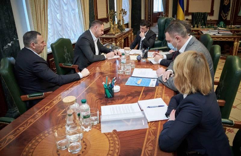 Le bureau de Zelensky a décidé de contacter les Crimées à propos du coronavirus