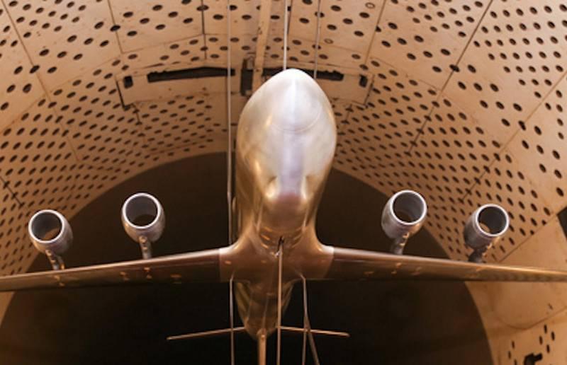 """TsAGI는 유망한 수송 항공기 """"코끼리""""의 모델을 폭파"""