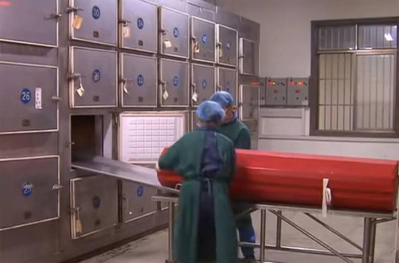 Die westliche Presse und die liberalen asiatischen Medien zählen die COVID-19-Opfer in China nach Wahlurnen in Krematorien