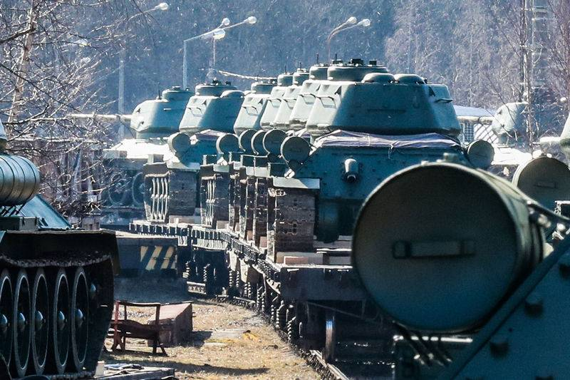 Thirty T-34-85 tanks arrived in Alabino near Moscow