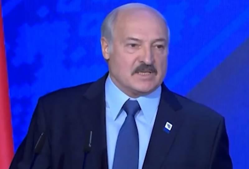 Лукашенко: «Россия полыхает от коронавируса»