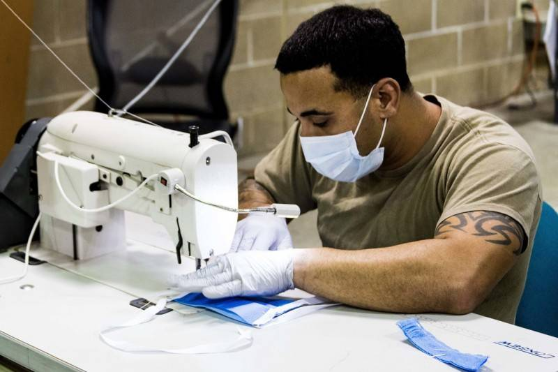 The US Army began to sew medical masks on their own