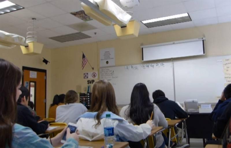 米国ロシアの高校生の「行き詰まり」による奇妙な状況