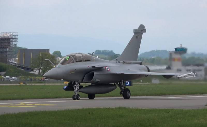 Passenger fighter fighter Rafale-B catapulted on takeoff