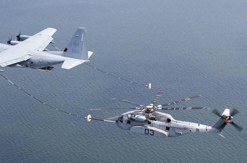 हेलिकॉप्टर CH-53K किंग स्टालियन ने हवा में ईंधन भरने के लिए परीक्षण किया