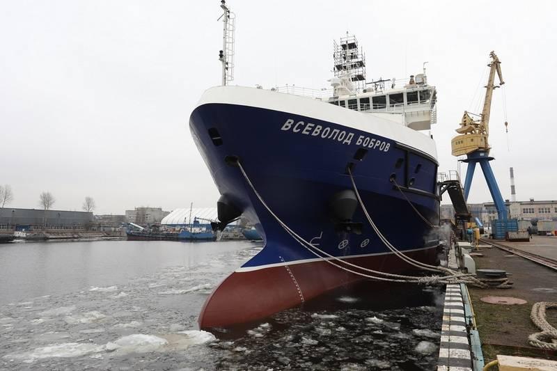 La nave di supporto logistico Vsevolod Bobrov continua i test