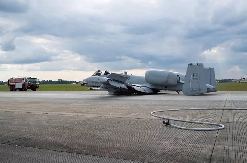 A-10C Thunderbolt II кацна по корем /снимки/