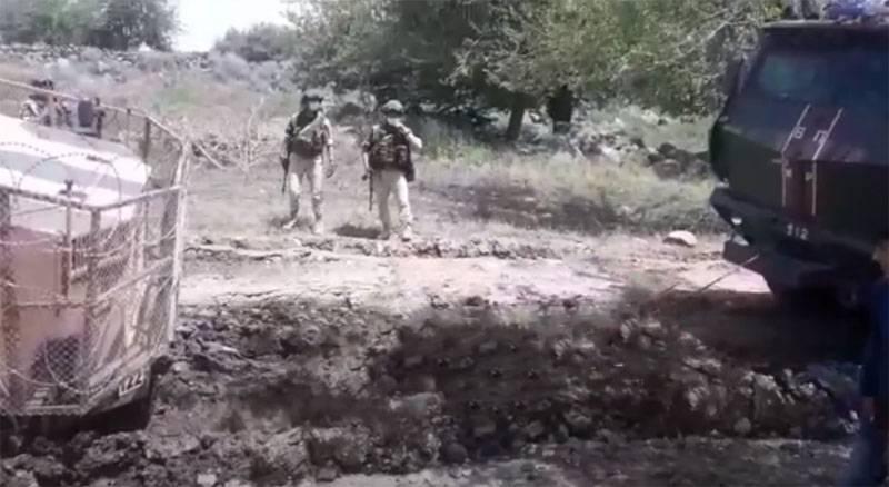 """Carro blindado de patrulha turco preso na lama da Síria - retirado com a ajuda do KamAZ """"Typhoon"""""""