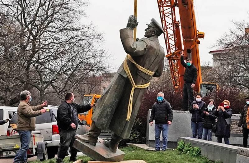 """Der Abbau des Denkmals für Konev in Prag wurde als """"Spucken auf die Russen"""" bezeichnet."""