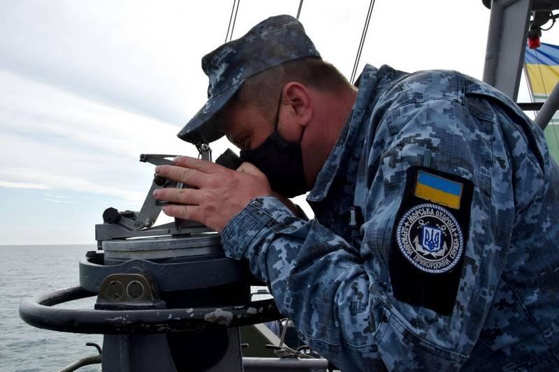 आज़ोव के सागर में, यूक्रेन के बॉर्डर गार्ड सर्विस की लाइव फायरिंग के साथ अभ्यास किया गया