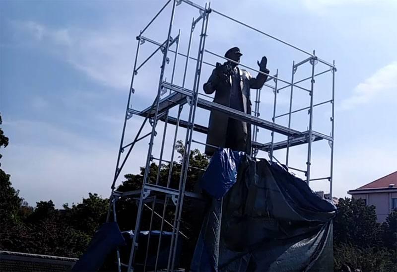 Ce qui nous arrive: en Europe de l'Est, pas les monuments sont démantelés, mais notre fierté