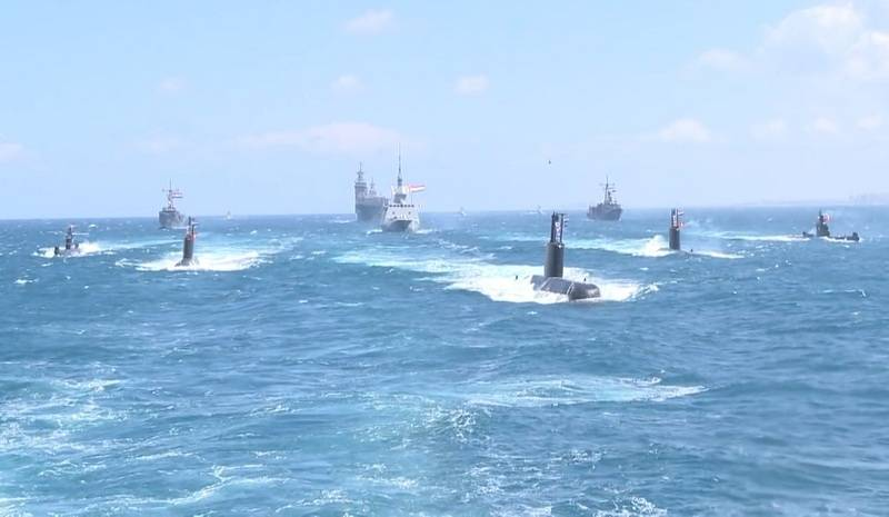 The third diesel-electric submarine of the project 209 / 1400Mod was greeted by a naval parade upon arrival in Egypt