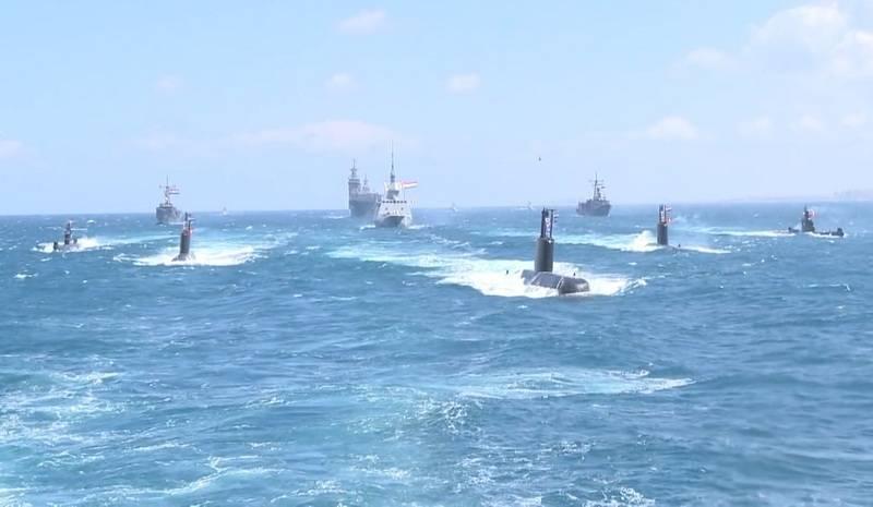プロジェクト209 / 1400ModのXNUMX番目のディーゼル電気潜水艦は、エジプトに到着すると海軍パレードで迎えられました