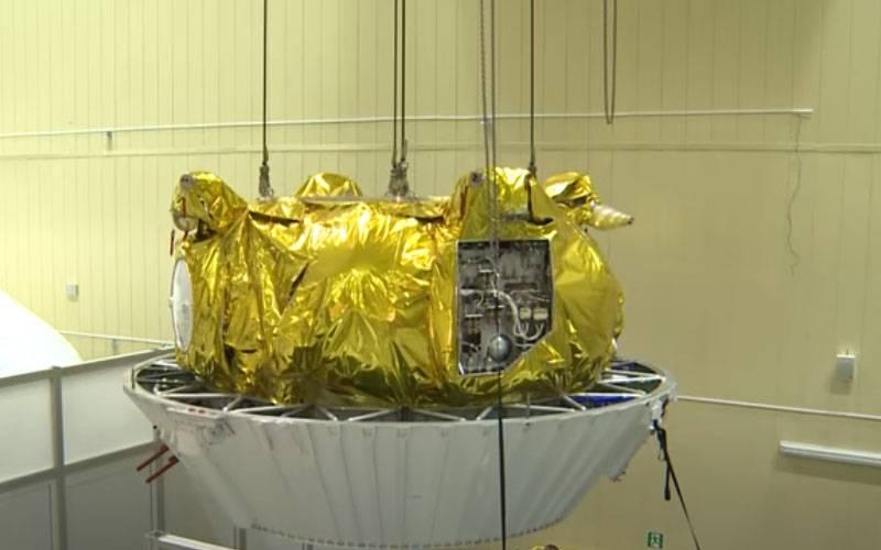 """अंतरिक्ष में एक विस्फोट में ईंधन टैंक """"फ्रिगेट-एसबी"""" का खंड दर्जनों टुकड़ों में ढह गया"""